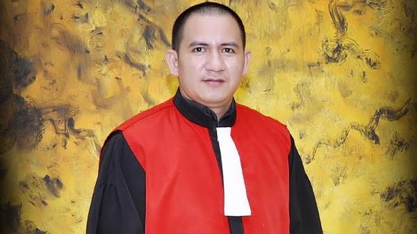 Digerebek Polisi, Hakim Firman Sedang 'Fly' - Berita Harian Indonesia