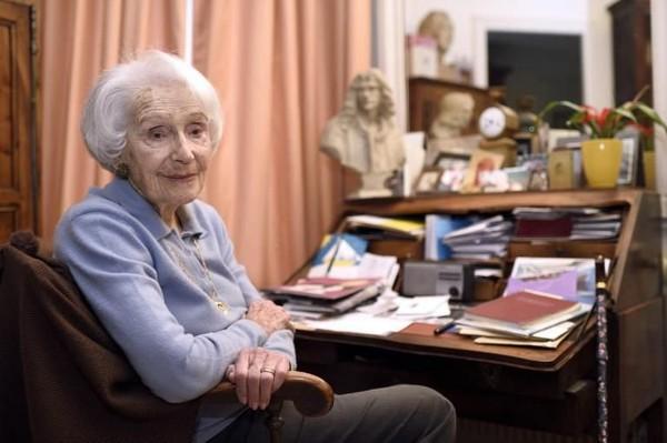 Gisèle Casadesus, «servante du théâtre», honorée par ses pairs