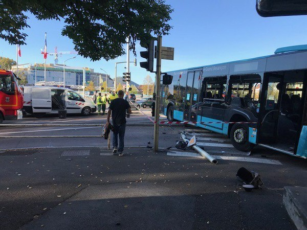 Grave accident entre un bus et une voiture avenue Denfert Rochereau à Besançon | maCommune