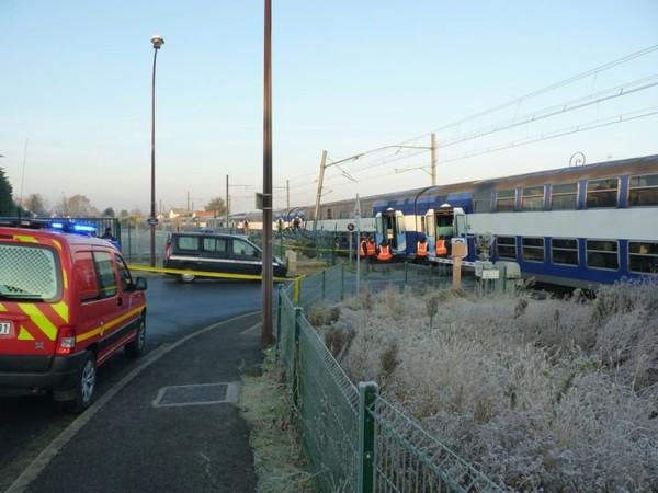 EN IMAGES. Spectaculaire collision entre un RER et un bus en Essonne