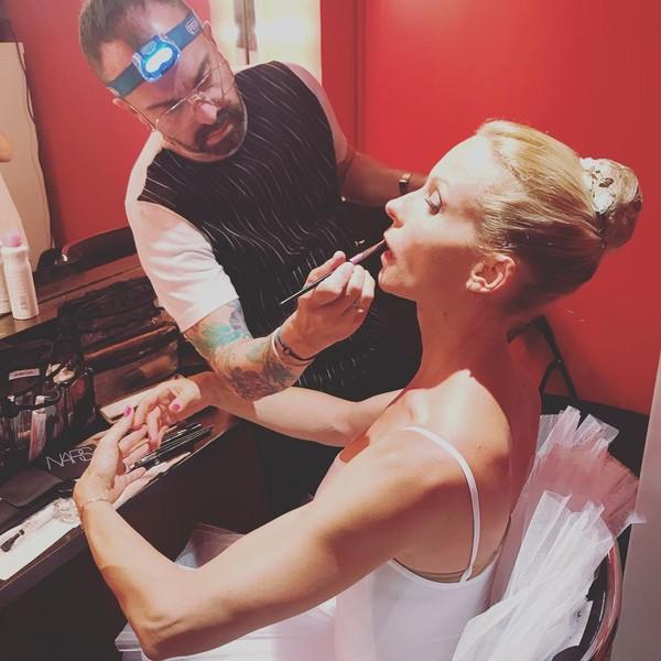 """Rebecca Hampton on Instagram: """"Merci à toute l'équipe, et particulièrement à «l'homme à la frontale!» @christopheoliveiramakeup #maquillage #makeup #pose #arabesque…"""""""