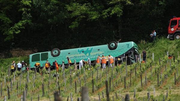 Accident de car de Saint-Lothain : le conducteur en garde à vue - France 3 Bourgogne-Franche-Comté