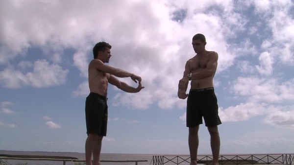 Homme / Stretching / Remise en Forme | HD Stock Video 742-492-126 | Framepool Stock Footage