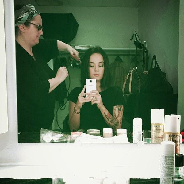 .@alizeeofficiel | Shooting du matin pour la couv De télé7jours ! On adore ;-) @DALS_TF1 @biliti...