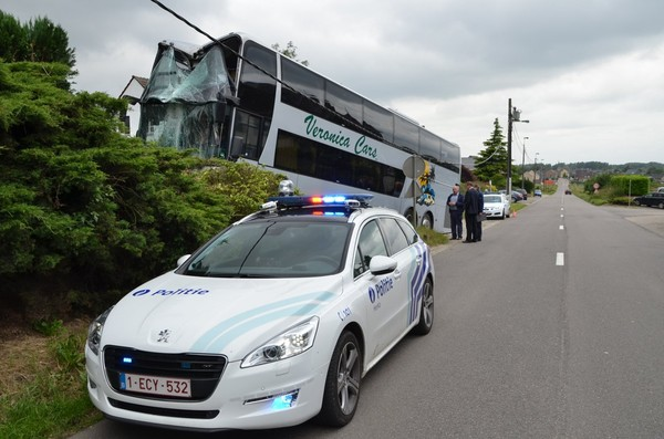 Chauffeur onwel: bus met 74 kinderen van de baan