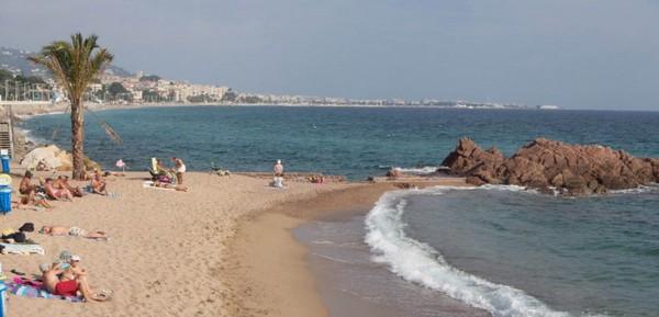 Siam, verbalisée sur une plage de Cannes pour port d'un simple voile