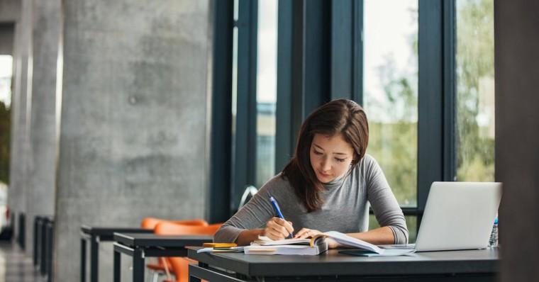 BLOGUE Étudier pour travailler au salaire minimum?