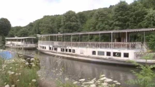 Deux bateaux touristiques centenaires qui ont sillonné la Meuse à vendre à Dinant
