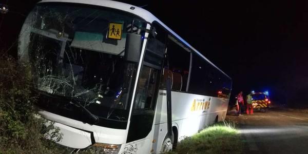Dordogne: un car scolaire au fossé, cinq collégiens et le chauffeur blessés
