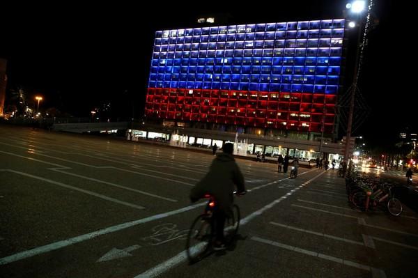 Hommage à Saint-Pétersbourg : Tel-Aviv illuminée aux couleurs de la Russie, mais ni Berlin ni Paris