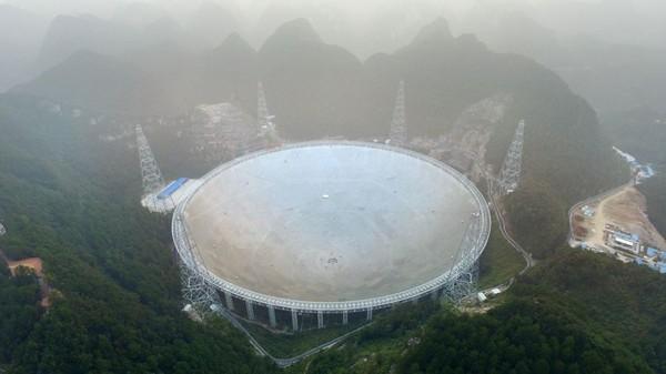 Le plus grand radiotélescope du monde entre en service en Chine