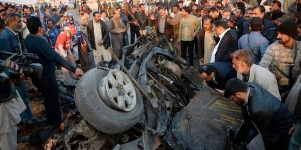 Pakistan: 19 enfants tués dans une collision entre leur bus et un camion