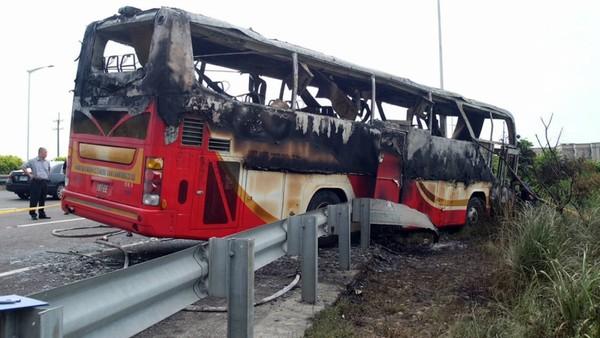 26 morts dans l'accident d'un bus touristique à Taïwan