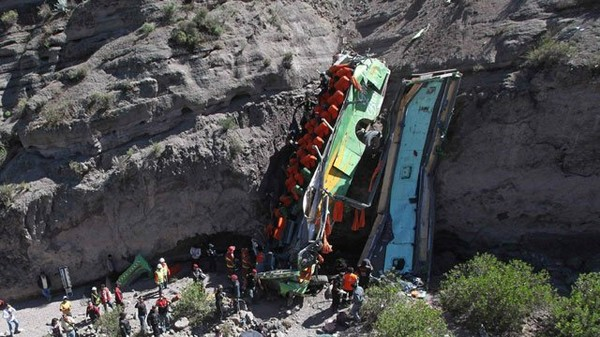 Peruvian rescuers at scene of fatal bus crash – video