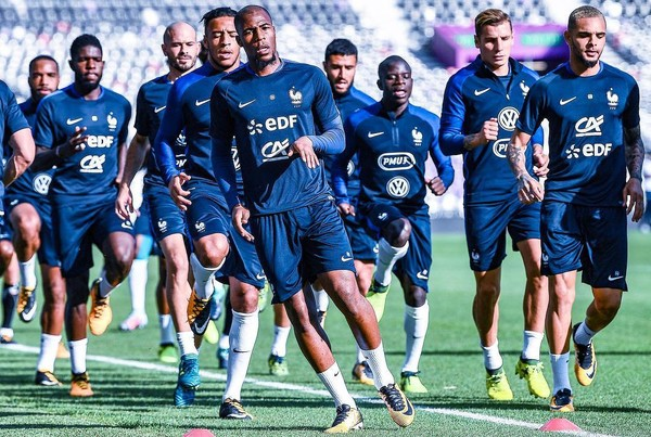 Instagram post by Equipe de France de Football • Sep 3, 2017 at 12:01pm UTC