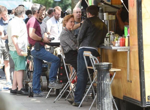 Photos : Bradley Cooper et Uma Thurman : ambiance ultra-détendue... ils passent de très bons moments sur le tournage de leur prochain film !