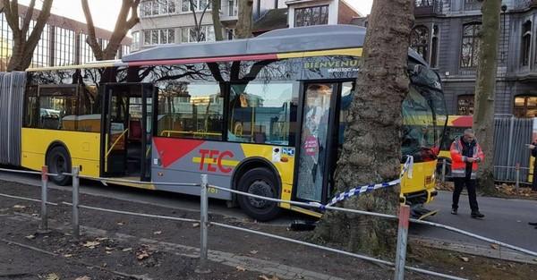 Au moins dix blessés suite à un accident impliquant un bus sur le boulevard d'Avroy à Liège (Photos et vidéo)