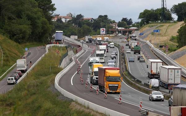 autoroute a63 encore un an de chantier au pays basque. Black Bedroom Furniture Sets. Home Design Ideas