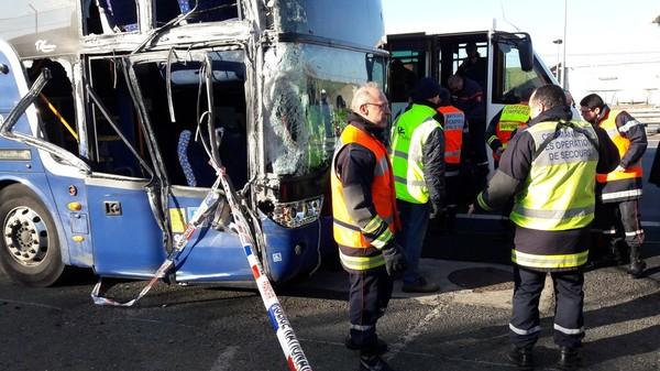 VIDEO. Roissy : 9 blessés, dont deux graves, dans un accident de car sur l'A1
