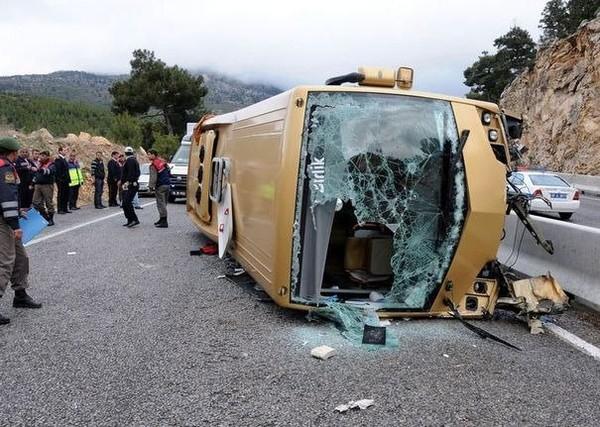 Vingt-deux blessés, en majorité des Suisses, dans un accident de car en Turquie - LExpress.fr