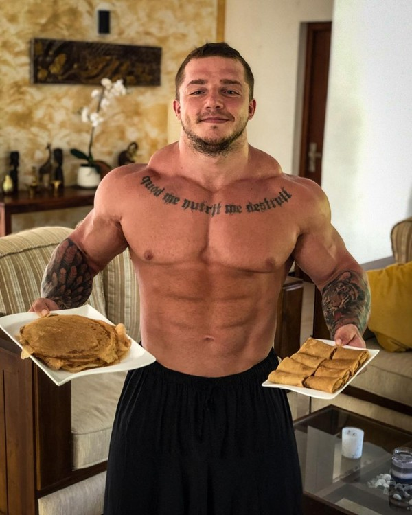 """VLADIMIR YAKOVLEV on Instagram: """"Pancake week 🥞🤤 #cheatday #delicioso #fitnesslifestyle #abs #diet #carbs #physique #tasty #honey #mealprep #cheatmeal #tattoo #inked…"""""""