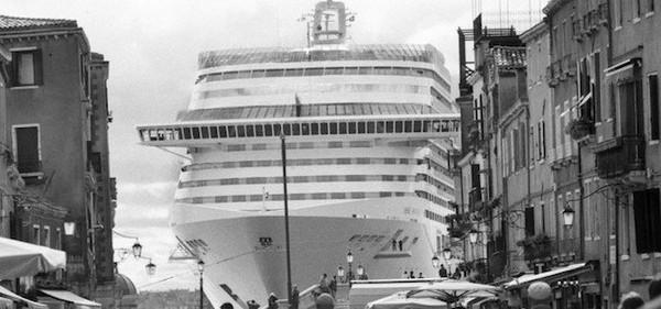 Le grandi navi a Venezia viste da Gianni Berengo Gardin - Il Post