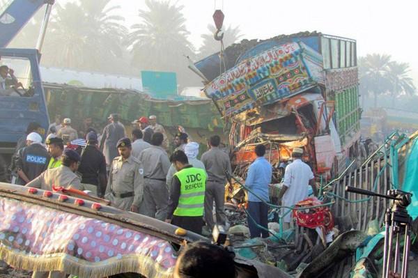 Pakistan: un accident d'autocar fait 56 morts | Asie & Océanie