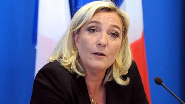 Marine Le Pen s'est blessée en tombant dans une piscine vide