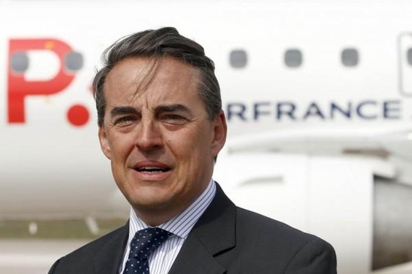 Air France | Quand le PDG remet en question le droit de grève et l'interdiction du travail des enfants ! - News360x