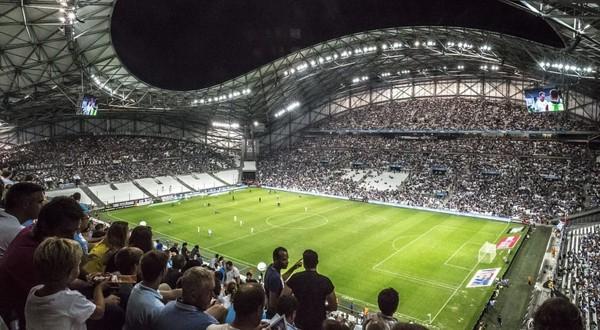 Chants haineux dans les stades : trois associations saisissent le Conseil d'Etat contre la LFP - TÊTU