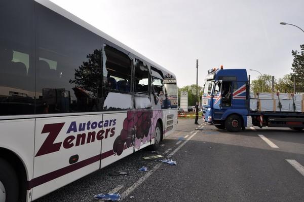 Six blessés dans l'accident d'un bus à Alzingen | Le Quotidien