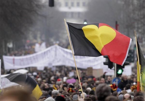 Un drapeau noir-jaune-rouge ? Oui, mais pourquoi ?