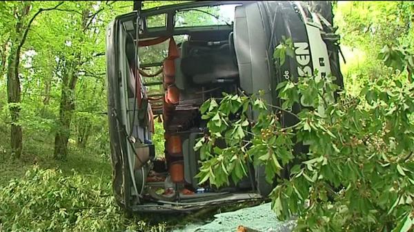 Drôme: un accident de car sur l'A7 fait 18 jeunes blessés - France 3 Rhône-Alpes