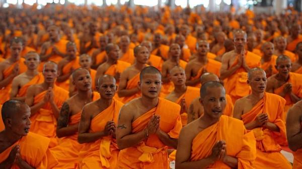 Sexe, drogue et luxe : quand les moines bouddhistes dérapent