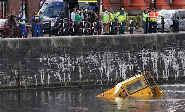 Un bus amphibie coule à Liverpool