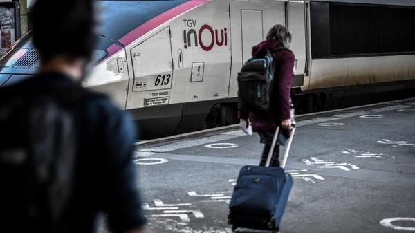 Immédiatement après l'allocution d'Emmanuel Macron, les trains de la SNCF pris d'assaut