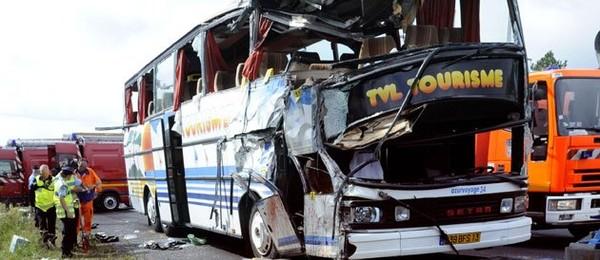 2 minutes de silence pour les supporteurs marseillais morts dans un accident de bus, actualité Société : Le Point