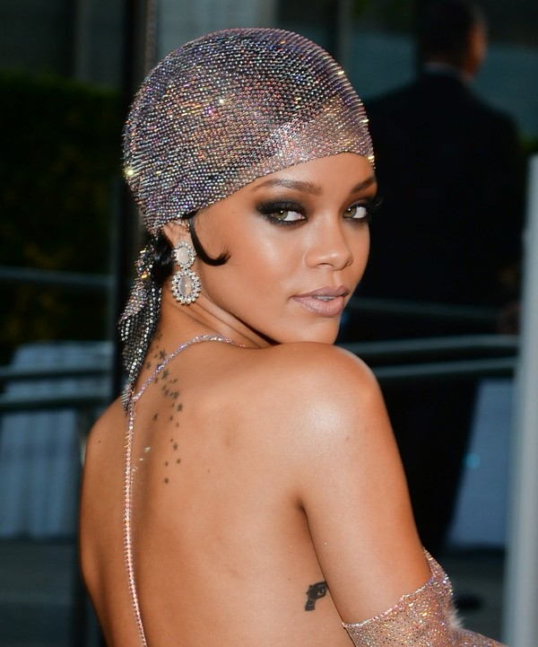 Top Hot Viral - Curiosidades Videos Fotos Gifs : Rihanna - World Peace (New Album #R8 Song 2015)