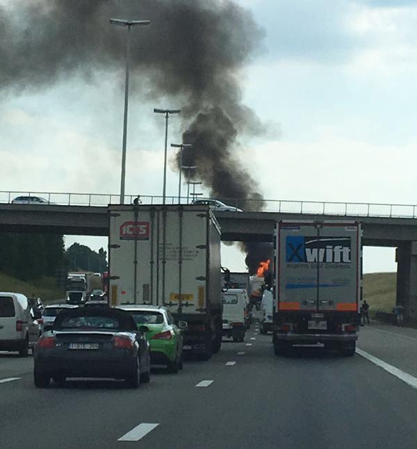 Un bus en feu et plusieurs accidents: journée cauchemardesque sur le Ring de Bruxelles