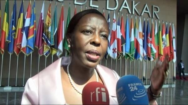 Afrique - Une ministre rwandaise critique l'attitude de François Hollande à Dakar