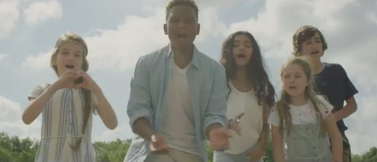 Les Kids United en pleine nature pour leur reprise de L'oiseau et l'enfant de Marie Myriam (VIDEO)