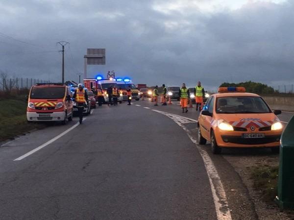 """Fait divers - Treize blessés dans un accident de car, à Rambouillet : """"D'un coup, le bus s'est retourné"""""""