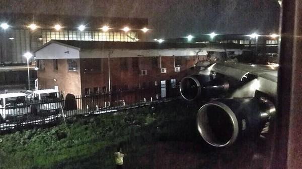 Un Boeing heurte un bâtiment à l'aéroport de Johannesburg