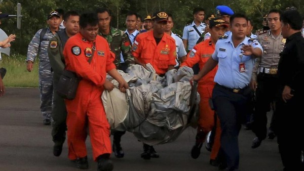 Vol AirAsia: l'avion a probablement perdu le contrôle en plein vol - Asie-Pacifique - RFI