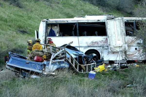 Tour Bus Crash Kills Seven Near Yucaipa; Brake Failure May Be The Cause :: San Diego Injury Law Blog
