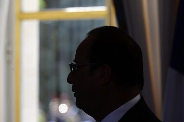 François Hollande préface unouvrage enfaveur dudialogue social