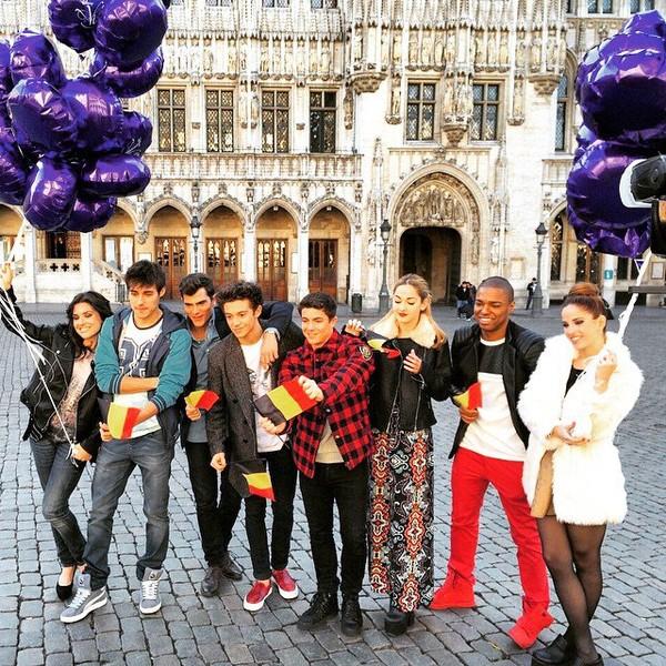 "Cande Molfese on Instagram: ""Buen día Bruselas ! ❤️ hoy #ViolettaLive 😀👏💗✌️"""