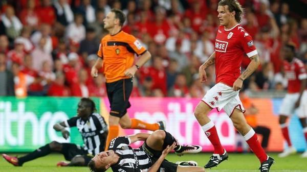 Scholz suspendu 2 matches, le Standard en appel