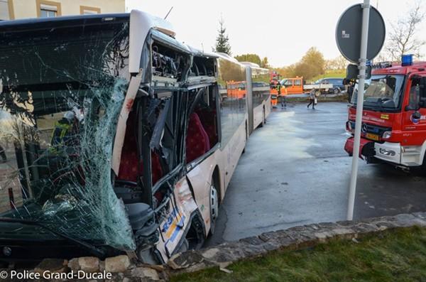 Accident entre un bus et un camion au Luxembourg : 15 blessés