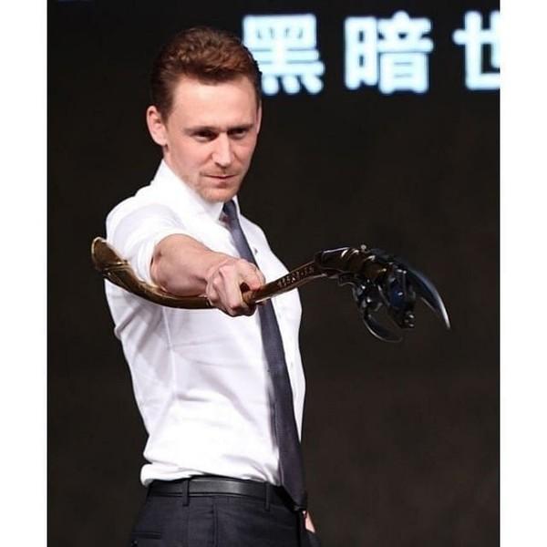 "Tom Hiddleston 1.1k💙🇵🇹 on Instagram: ""Loki Tom ⭐❤️ . (Follow @hiddles.cupcake for more posts like this) _______________ . #loki #marvel #tomhiddlestonedit #marveledit…"""